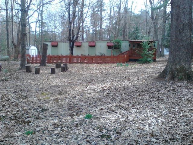 62 Woods Cove Ln, Mathews, VA 23109