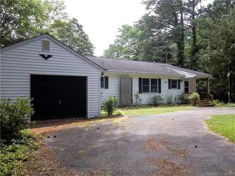 417 Hideaway Point Rd, Topping, VA 23169