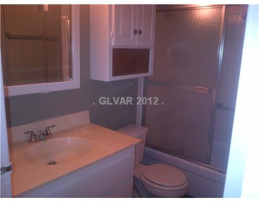 585 Royal Crest Cr #APT 24, Las Vegas NV 89169