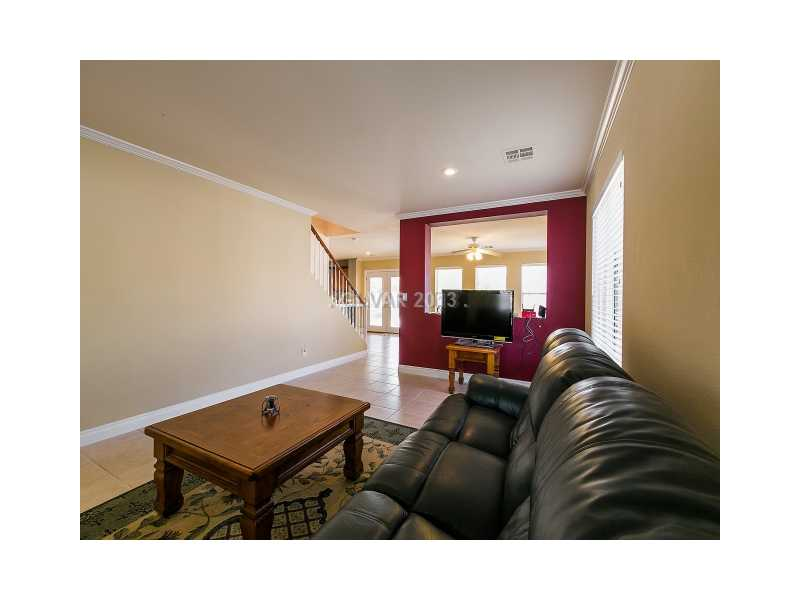 8417 Gracious Pine Ave, Las Vegas NV 89143