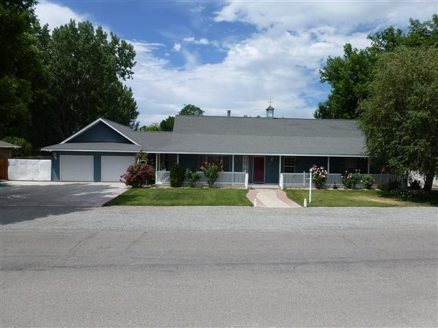 14 Fairway Dr, Yerington NV 89447