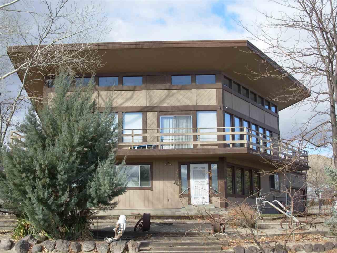 13 Shelter Hills Dr, Yerington, NV