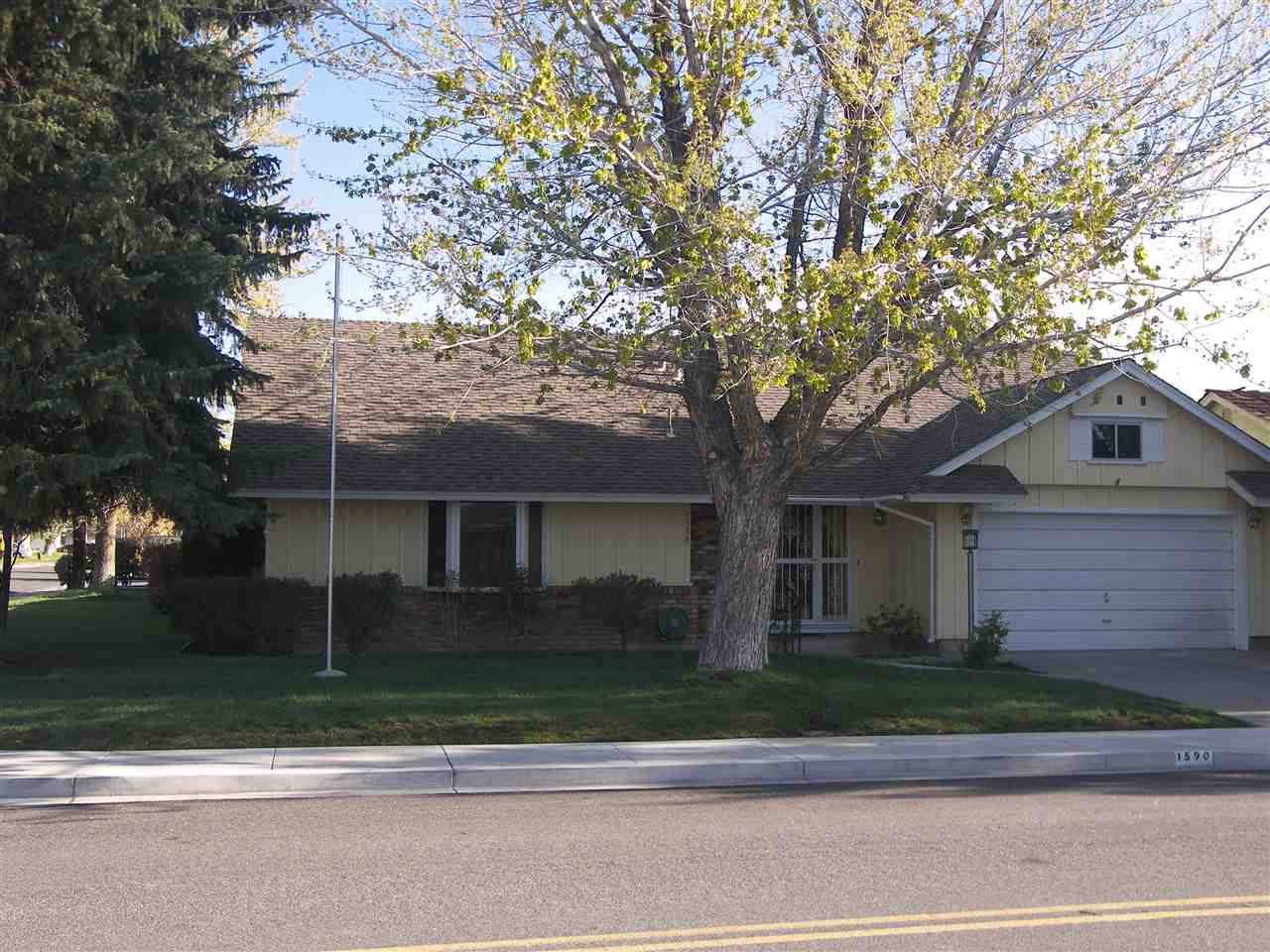 1590 Plymouth Way, Sparks, NV