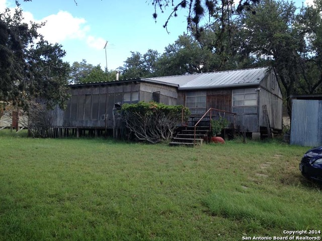 193 Rio Vista Ln, Pipe Creek, TX