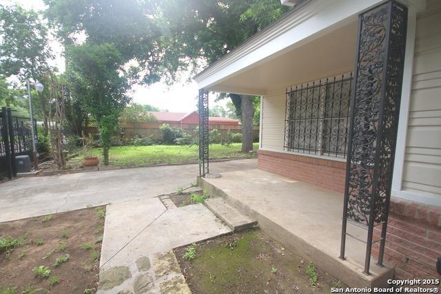 302 S San Eduardo Ave, San Antonio TX 78237