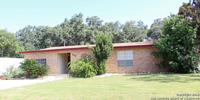 502 Monticello Cir, Devine, TX