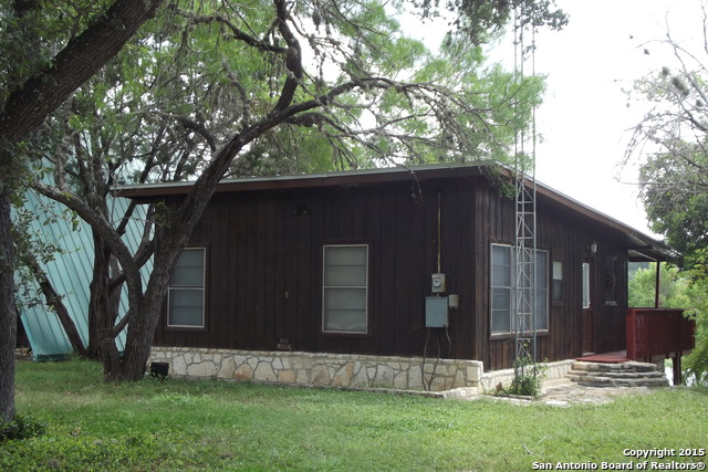 280 Lakeshore Dr, Bandera, TX