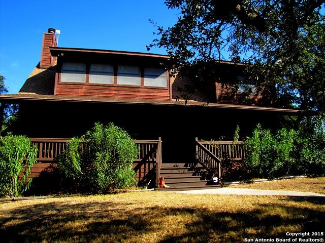 297 Lakewood Dr, Pipe Creek, TX