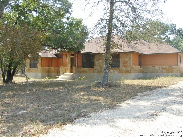 811 Eagle Creek Dr, Floresville, TX