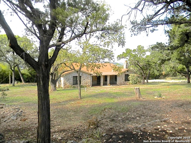 6986 County Road 271, Mico, TX