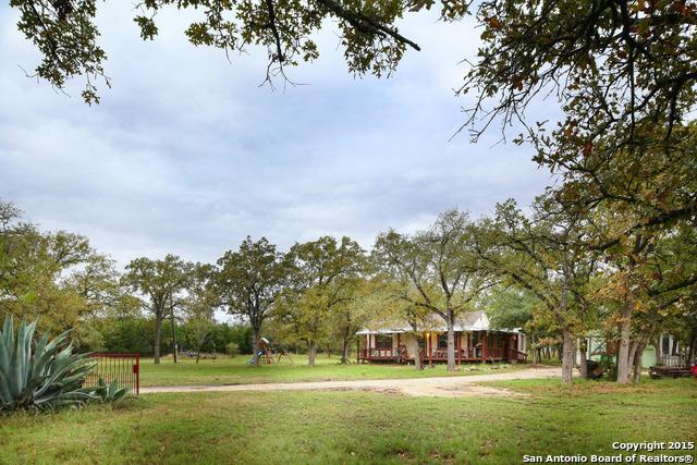 221 Post Oak Rd, Pipe Creek, TX 78063