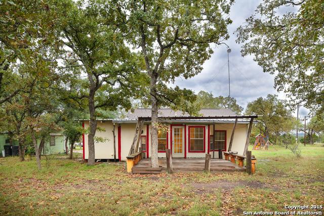 221 Post Oak Rd, Pipe Creek TX 78063