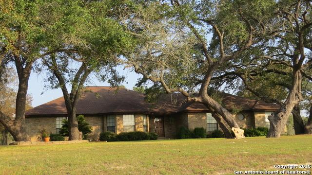 141 Oak Fields Dr, Floresville, TX