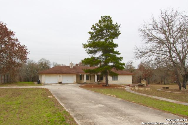 355 Eagle Ridge Dr, Floresville, TX