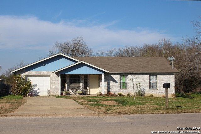 8011 1st St, Somerset, TX