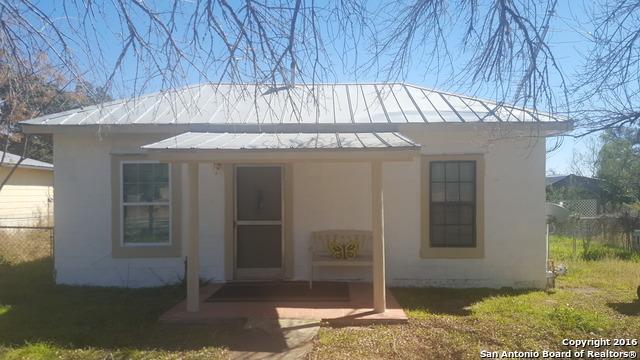410 N Washington Dr, Devine, TX