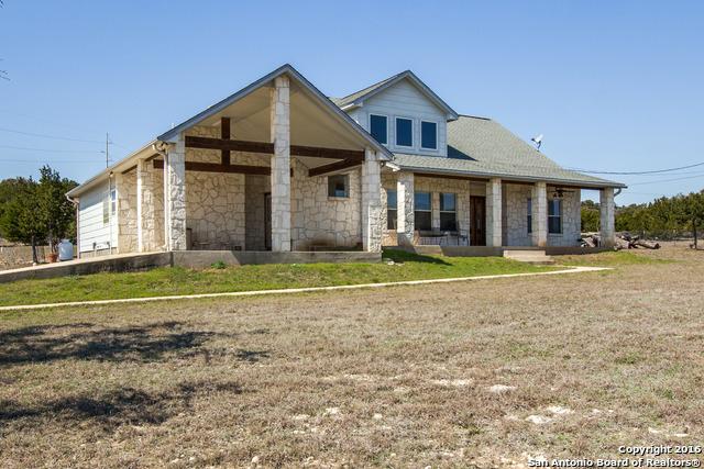 208 Meadow Ridge Ct, Pipe Creek, TX