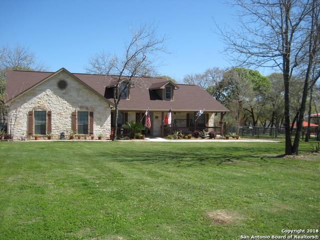 173 Legacy Ranch Dr La Vernia, TX 78121