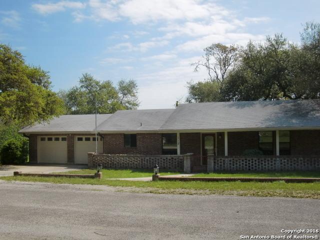 112 N Middle Ln, Canyon Lake TX 78133