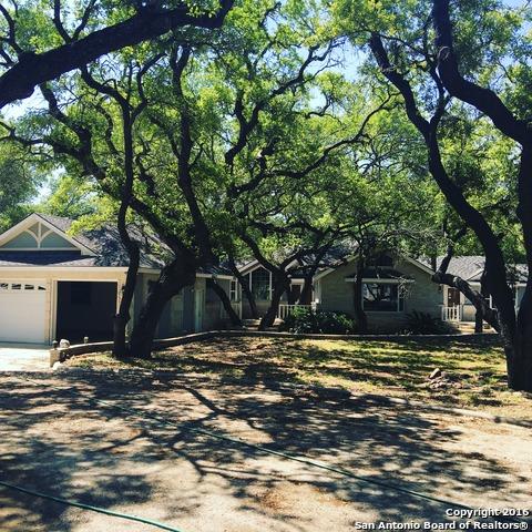 407 Sunshine Mdws, Floresville, TX