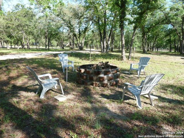 225 Oak Hollow Dr, La Vernia, TX