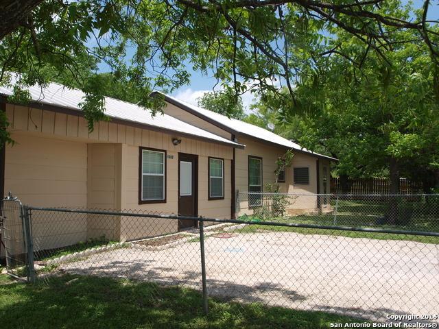 1303 Cottonwood St, Bandera TX 78003
