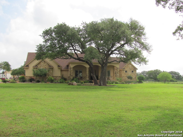 122 Eden Ranch Dr, Canyon Lake, TX