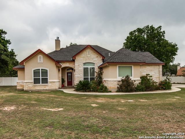 113 Legacy Trail Dr La Vernia, TX 78121