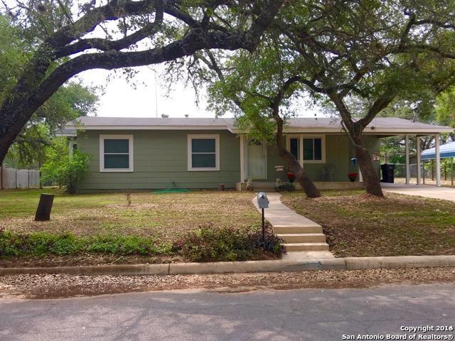 608 Mockingbird Ln, Devine, TX
