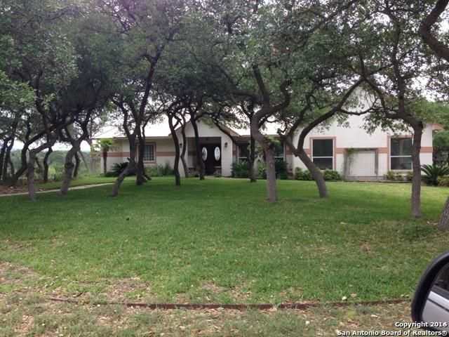 852 Deer Forest Dr, Pipe Creek, TX