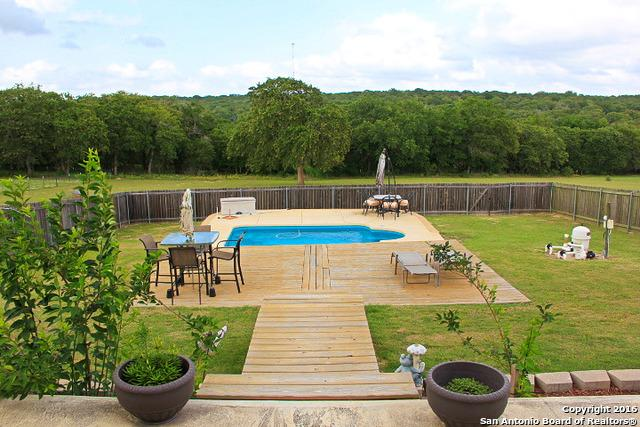 1125 Country View Dr, La Vernia, TX