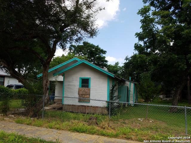 210 N Las Moras St San Antonio, TX 78207