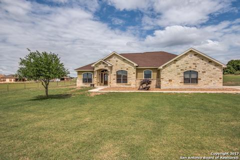 121 Abrego Run Dr, Floresville, TX 78114