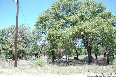 646 Woodcrest Rd, Somerset, TX 78069