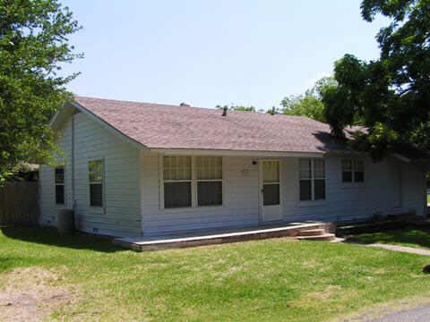 403 W Lake St, Ennis TX 75119
