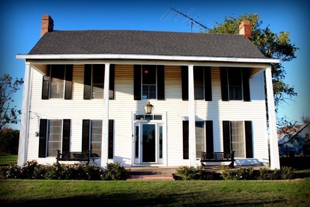 795 Hillcrest, Gordonville, TX