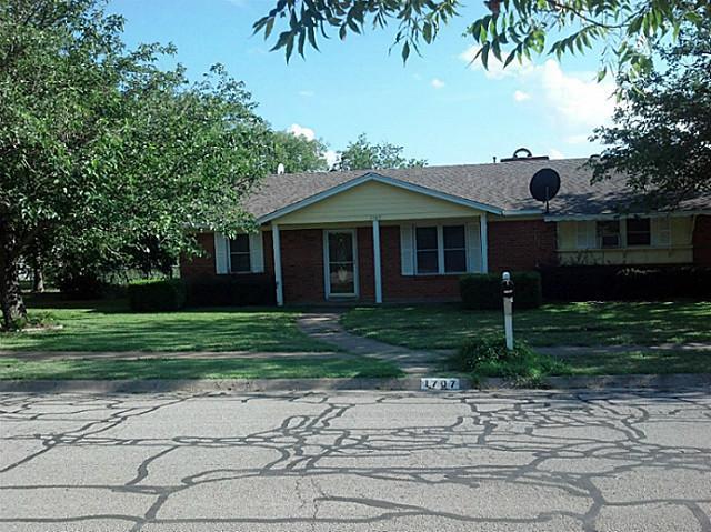1707 Carroll Dr, Cleburne, TX
