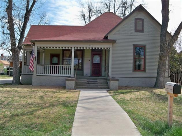517 W College Ave, Coleman, TX