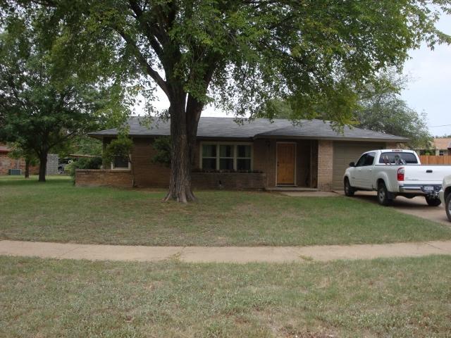 1328 Hillcrest Dr, Graham, TX