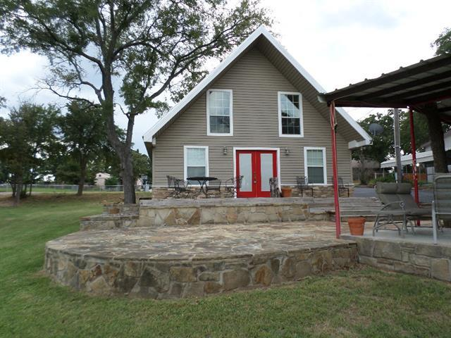 530 Frontier St, Bowie, TX
