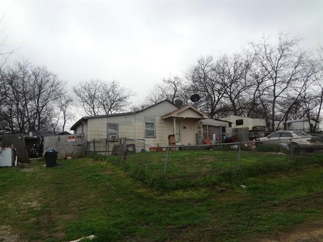 304 W Gentry St, Bells, TX
