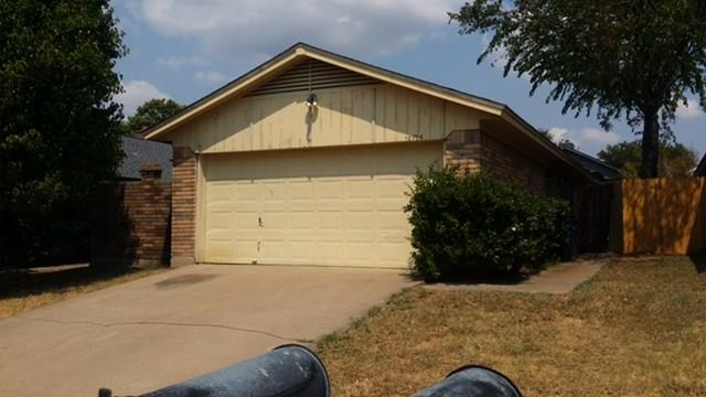 10706 Lone Pine Ln, Fort Worth, TX