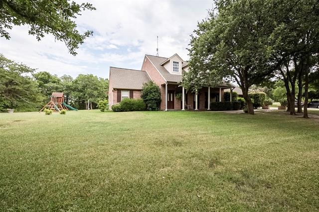 251 Oak Creek Cir, Springtown, TX