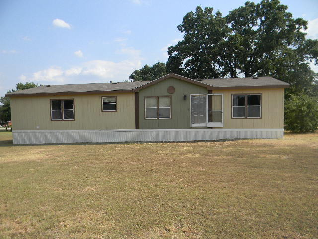 104 Hill Top Ct, Springtown, TX