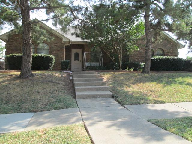 998 Camden Dr, Lewisville, TX