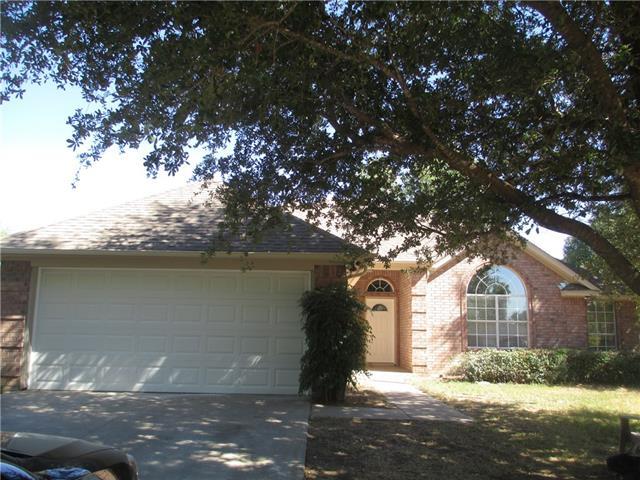 813 Emily Trl, Azle, TX