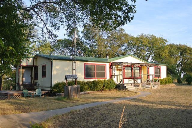 104 Lakeside Ln, Gainesville, TX