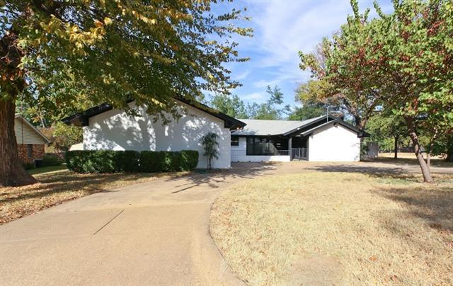 101 Woods Dr, Arlington, TX