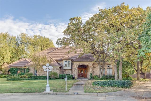 305 Brookridge Ct, Hurst, TX