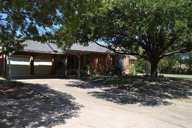 310 Crescent Dr, Grand Prairie, TX